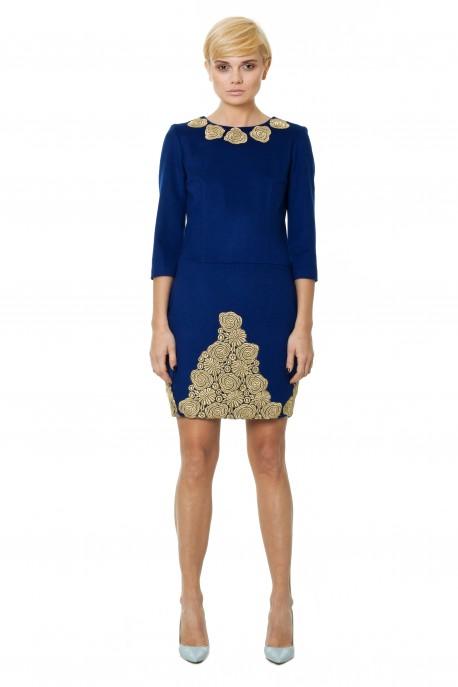 Niebieska sukienka z gipiurą włoską