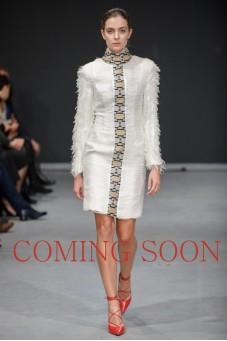 Sukienka nitki biała ze stójką Baroq&Roll.