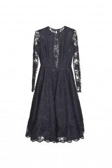 Czarna sukienka koronkowa z długim rękawem