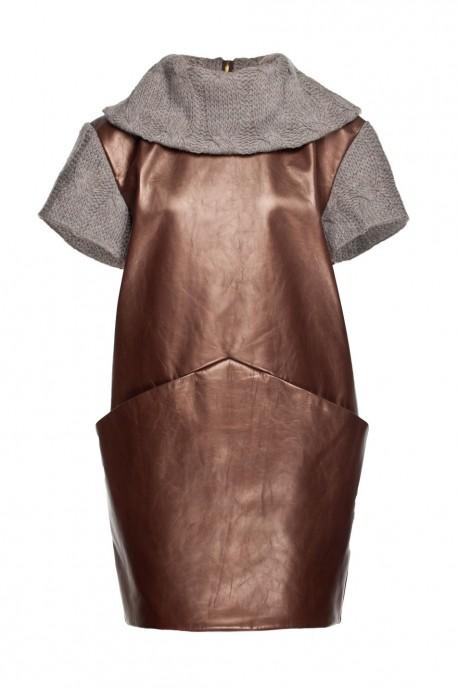Sukienka miedziana z szalowym dekoltem