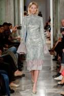 Koronkowa sukienka z piórami LaDorothée